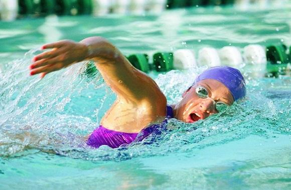 女运动员游泳时来大姨妈怎么办?